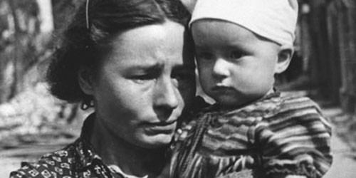 Irene Sendler holding child